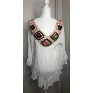 White Floral Embroidered XS Boho Peasant Blouse